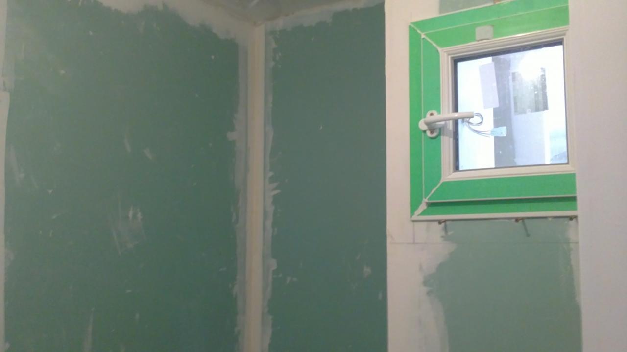 Création salle de bain/WC au garage avec fenêtre sur cloison