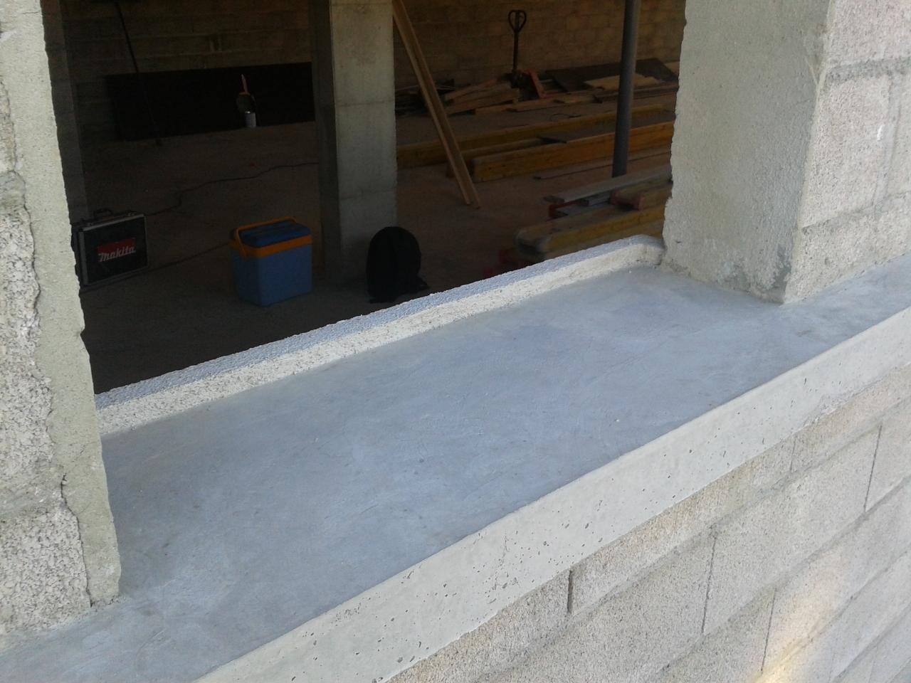 appui de fenêtre en béton lissé