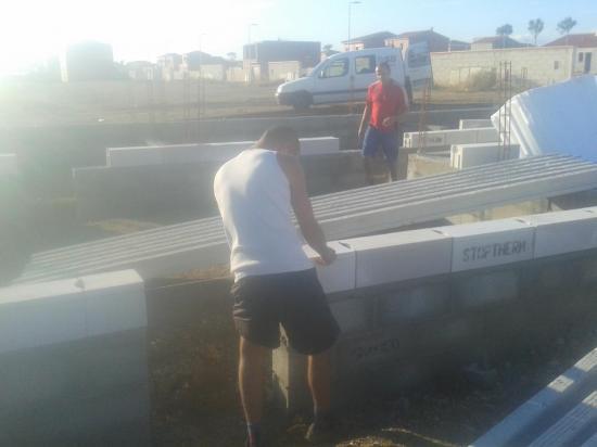 Mise en place des rupteurs de planchers RDC normes RT2012