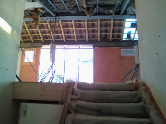 Rénovation appartement, abattage murs porteurs intérieurs, surélévation du toit