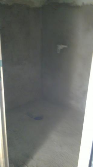 Dalle de salle de bains étages coulée avec réservation d'évacuation d'eau de la future douche à l'italienne