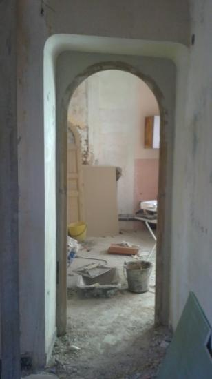 Repose porte récupérée à la salle de bains étage pour fermer la nouvelle chambre parentale