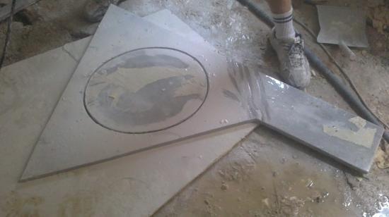 Découpe plan de marbre pour lave-mains salle de bains