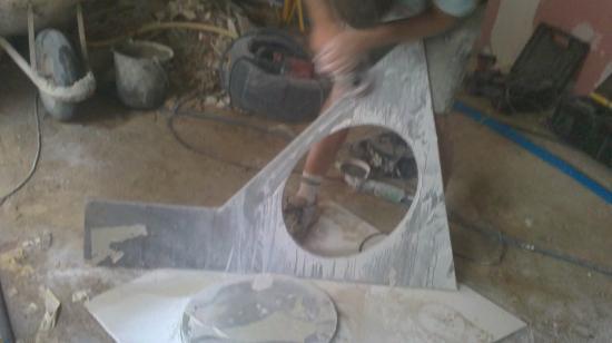 Préparation plan de lave-mains pour salle de bains étage