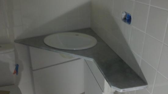Vue salle de bains étage aprés pose plan de marbre