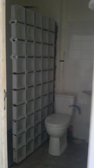 Réalisation cloison douche à l'italienne en pavés de verre