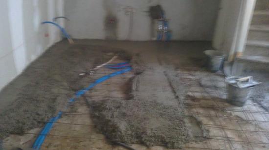 Réalisation sol RDC en béton brut glacé