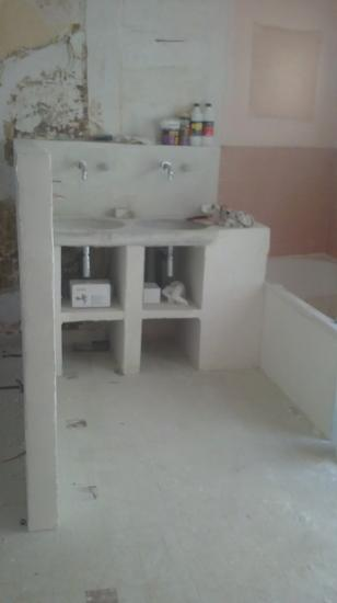 salle d'eau chambre parentale avant habillage (sera fini par les clients)