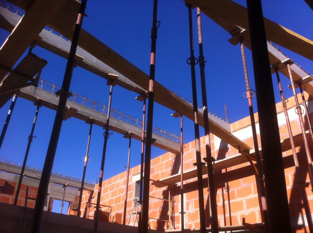 vue des poutres porteuses du plancher de toit