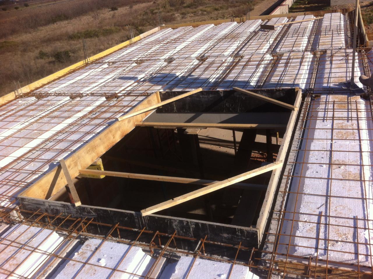 Vue toit terrasse avant coulage et puit de jour pour dôme de toit