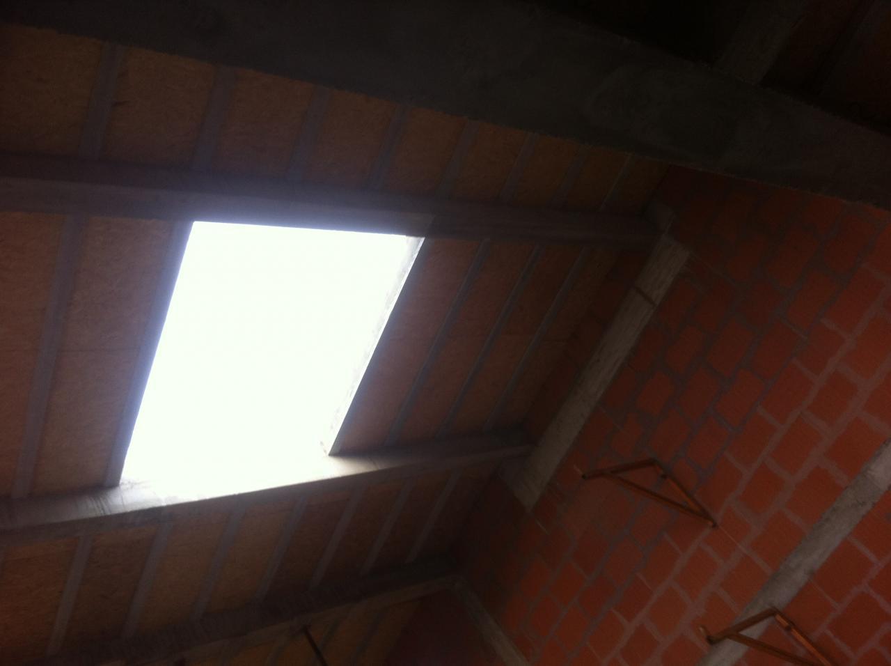 vue toit décoffré avec vue sur chevêtre porteur de poutres