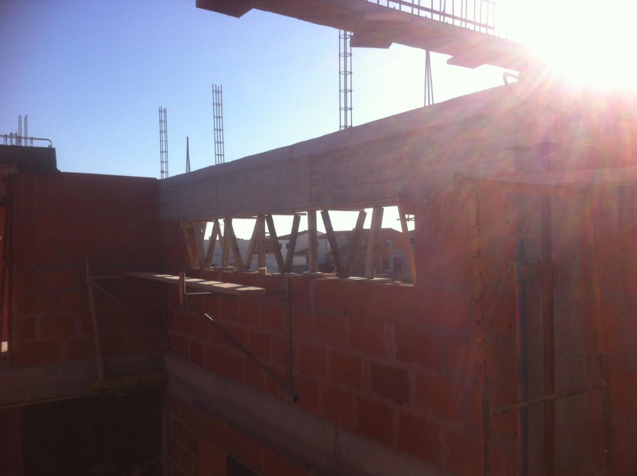 vue du linteau porteur de poutres de toit
