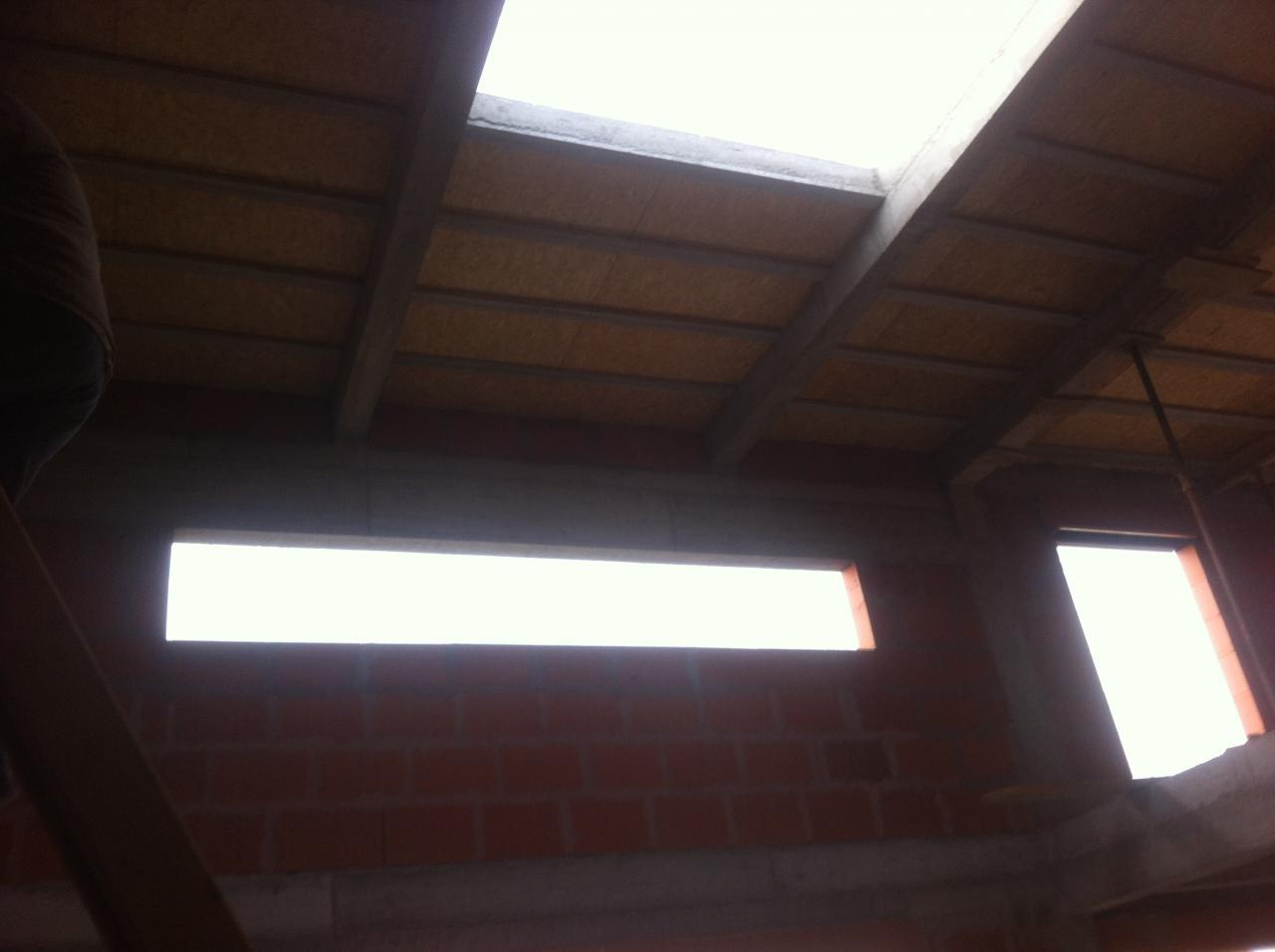 Vue des poutres porteuses posées sur linteau de fenêtre de 4m40