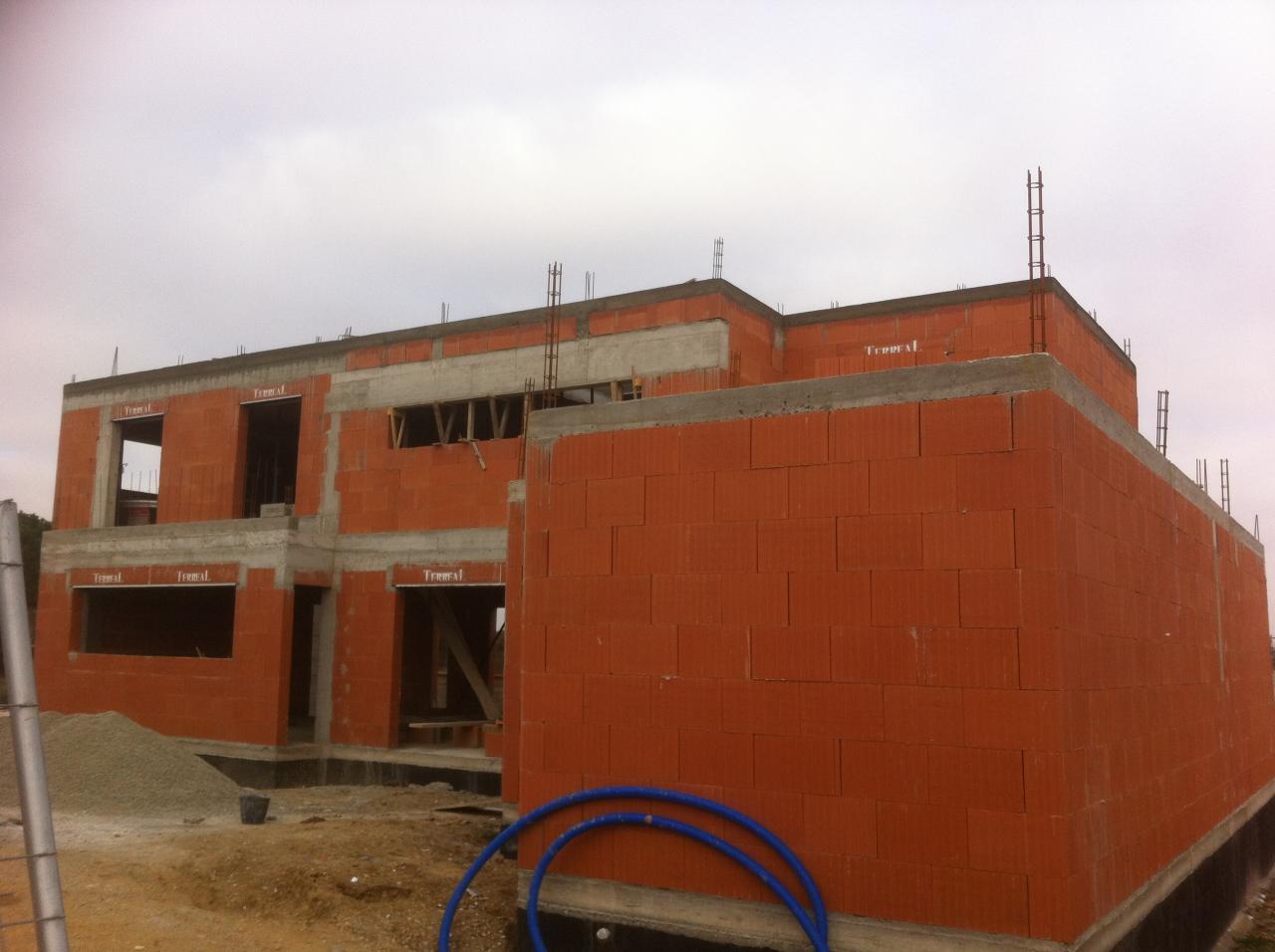 Vue extérieure avec toit terrasse coulé